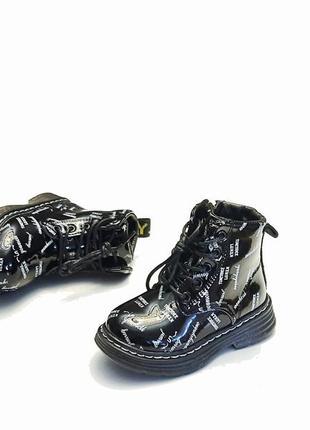 Детские демисезонные ботинки для девочки черные лаковые