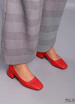 Кожаные туфли лодочки с квадратным носом на низком каблуке кожа