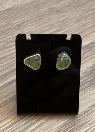 Серебряные гвоздики с перидотом , камень перидот