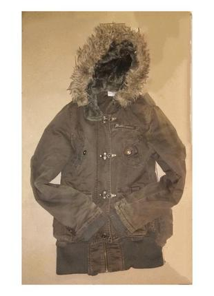 Куртка демисезонная тканевая на синтепоне.