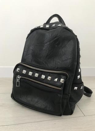 Рюкзак, черный рюкзак, вместительный рюкзак.