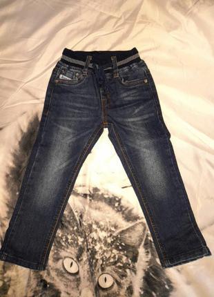 Тёмные джинсы на мальчика