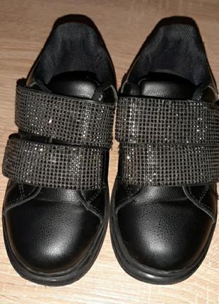 Туфли со стразами на девочку