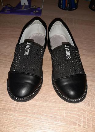 Кожаные туфли со стразами