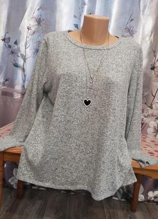 Женский свитерок с розрезами
