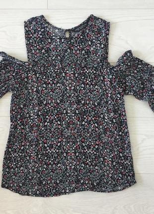Красивая блуза с открытыми плечиками в цветочный принт