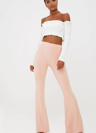 Телесные стрейчевые штаны брюки клеш высокая посадка обтягивающие расклешенные брюки  нюдовые prettylittlething обмен нет