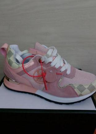 Кроссовки розовые