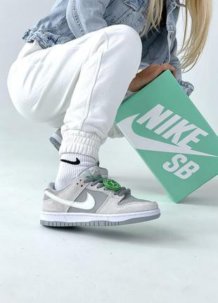 Nike sb dunk low женские кроссовки серые