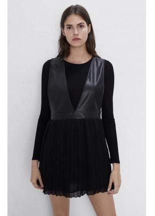 Модный черный сарафан zara, комбинированние кожи с плиссировкой, размер xs -s.
