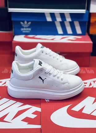 Белые удобные кроссовки. много обуви!!!