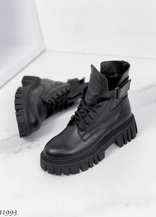 Стильные черные кожаные ботинки деми