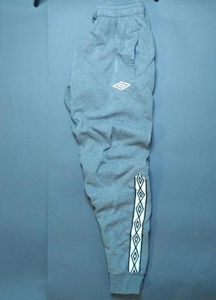 Спортивні штани umbro з лампасами