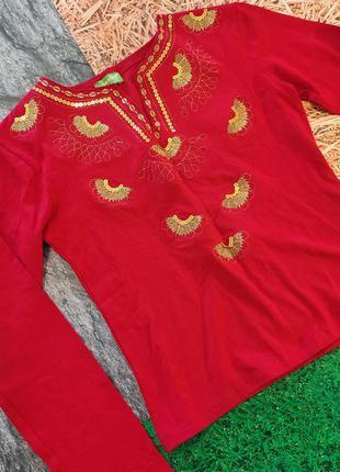 Красная блузка расшитая золотистыми нитками с золотой вышивкой турицкий индийский стиль
