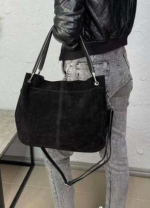Жіноча стильна сумка на плече у кольорах чорний