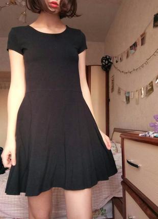 Платье черное без узоров