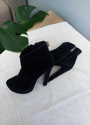Ботинки ботильйони сапожки на высоком каблуке замшевые черевики
