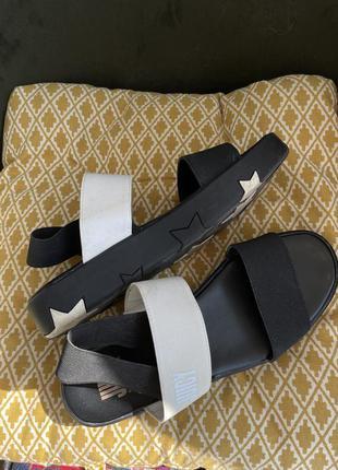 Крутые сандали на платформе  со звездами juicy couture