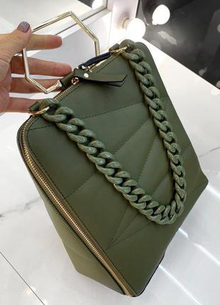 Зеленая  стёганая сумка-рюкзак с цепочкой, отличное решение на каждый день