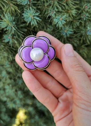Сиреневая брошь цветок с эмалью брошка с имитацией жемчуга
