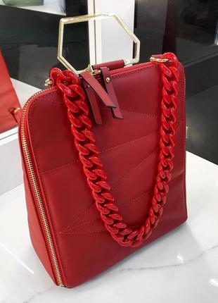 Красная стеганая сумка- рюкзак с цепочкой, отличное решение на каждый день