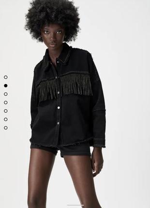 Черная джинсовая куртка с бахромой zara