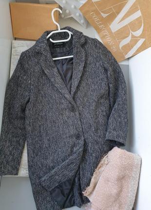 Пальто stradivarius , размер s + шарф в подарок