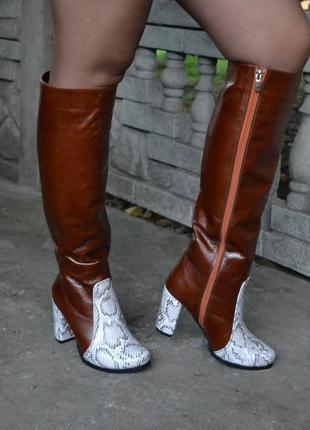 Женские сапоги трубы из натуральной кои рыжий рабат со вставками питона , на среднем каблуке 8см