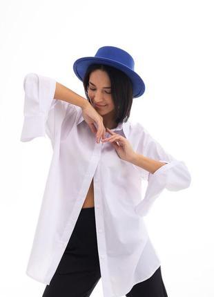 Женская белая рубашка оверсайз с высокими разрезами на рукавах