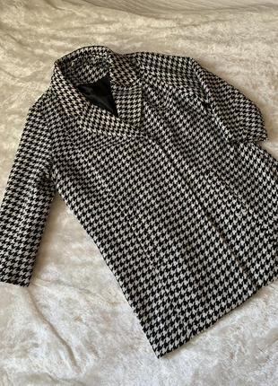 Классное пальто в гусиную лапку