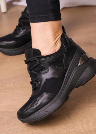 Черные кроссовки сникерсы женские на танкетке/ платформе