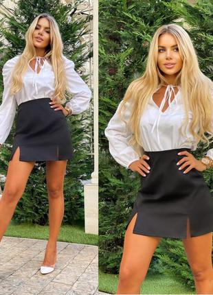 Женская мини юбка с разрезами