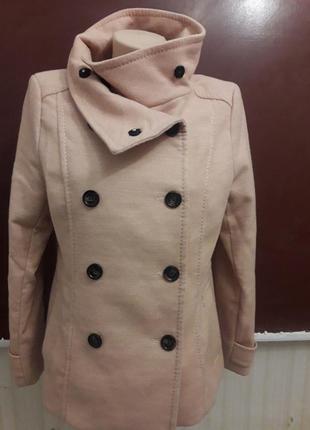 Пальто h&m идеальное состояние бежевое с абрикосовым оттенком