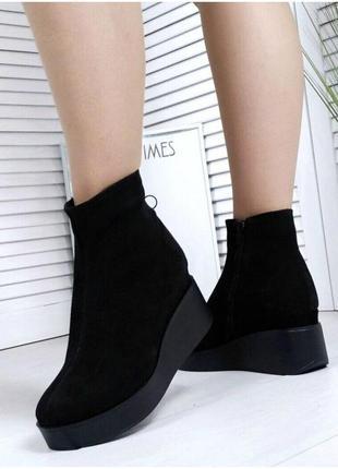Женские черные ботинки на танкетке натуральная замша