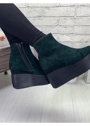 Женские ботинки на танкетке зеленые натуральная замша