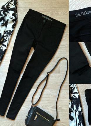 #56 черные джинсы скинни средней посадки с рваными коленками next