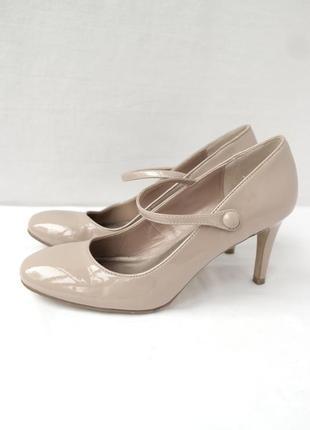 Элегантные брендовые лаковые туфли marks & spencer нюдового цвета. размер uk6eur39.