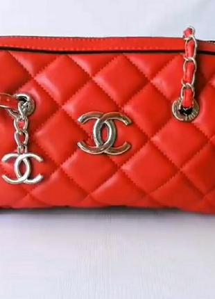 Яркая красная  сумочка с длинным ремешком цепочкой, люкс качество.