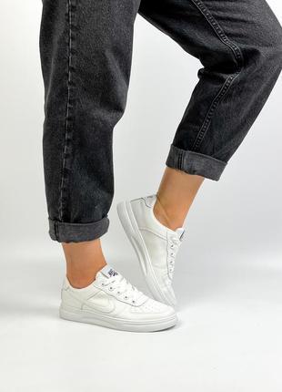 Кроссовки женские белые маломерят