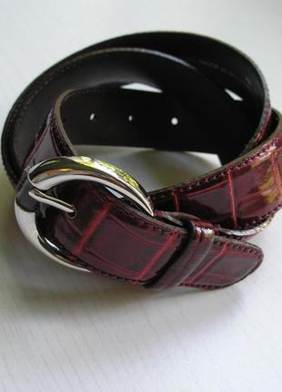Кожаный ремень roberto bellido испания под кожу крокодила красно-бордовый лакированный