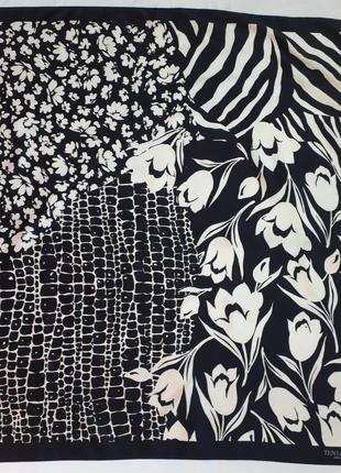 Темно синий платок с белым принтом tentazioni ( 86 см на 89 см)