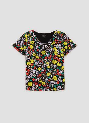 Блуза футболка черная в цветочный принт с v образным вырезом camaieu