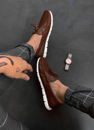Мужские коричневые туфли кожаные лоферы с белой подошвой