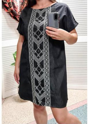 Джинсовое платье с вышивкой tu