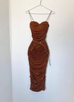 Шикарное платье по фигуре на тонких бретельках