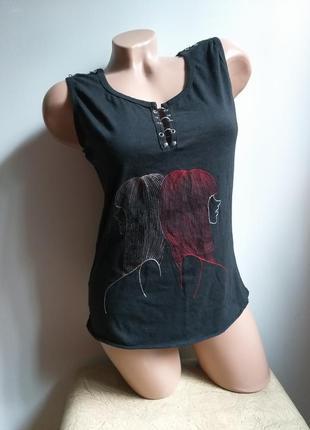 Haun. черная футболка с пирсингом. футболка с люверсами. футболка с вышивкой.