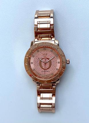 Женские блестящие часы на металлическом браслете цвета розовое золото