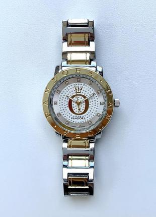 Женские серебристые блестящие часы на металлическом браслете цвета серебро с золотом