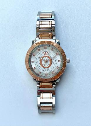 Женские серебристые блестящие часы на металлическом браслете цвета серебро с розовым золотом