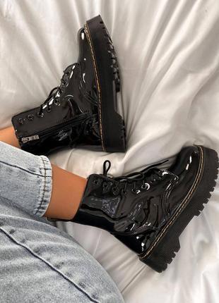 Женские стильные осенние ботинки dr. martens jadon patent black (без меха)